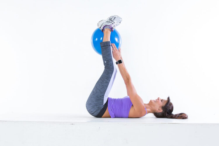 Ball-pass abs step 2 - Body Ball Cardio