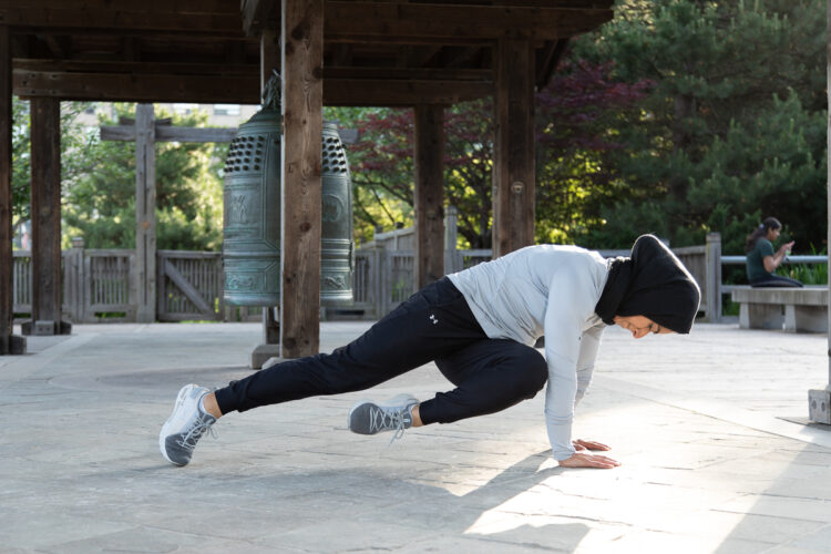 PLANK with KNEE TO Alternate ELBOWS - Step 5